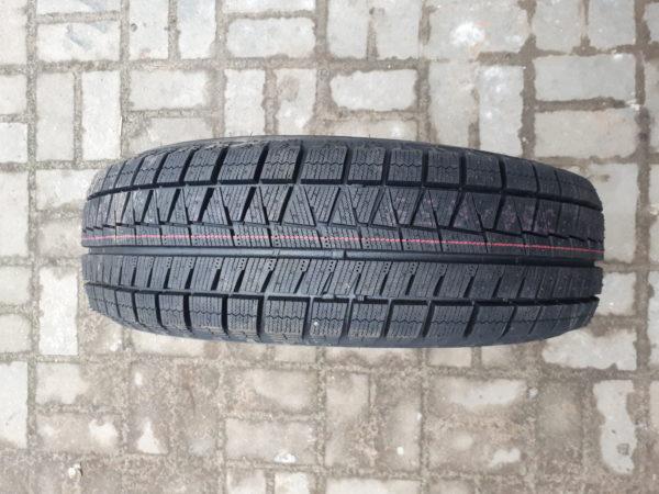 Bridgestone Revo-GZ.Зима.Резина преміум класу.Велика глибина та густота насічки.Максимальне щеплення з льодяною поверхнею.Не дубіють при низьких температурах.Гострі кути протектора та міцні боковини.